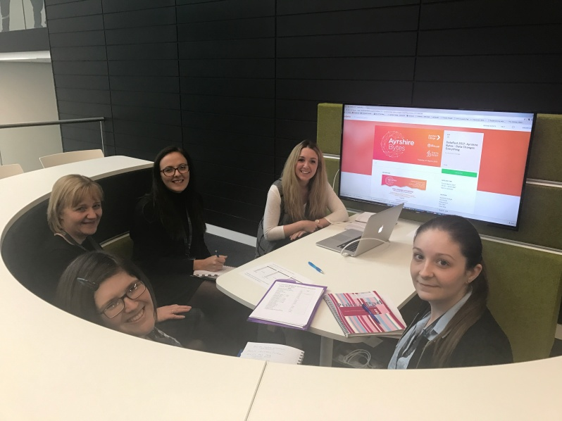 monday-pic-digital-marketing-team-meeting